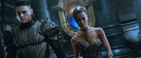 [Image: http://nfgworld.com/grafx/Movies/Riddick-gt.jpg]